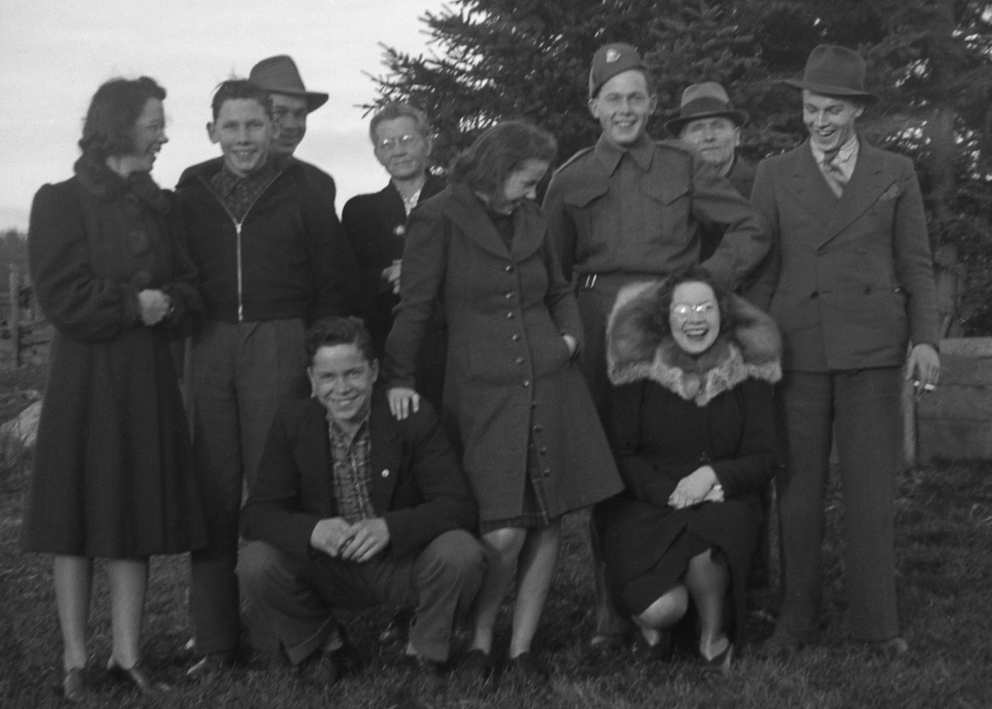 Ruth (in the centre) with her siblings and parents in about 1940